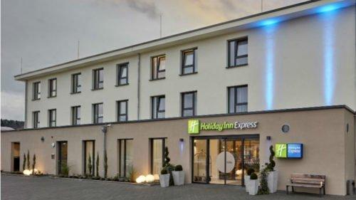 DAS BAD Merzig: Holiday Inn Express Hotel - Übernachten Sie ganz bequem im nur 500 Meter entfernten Holiday Inn Express Hotel